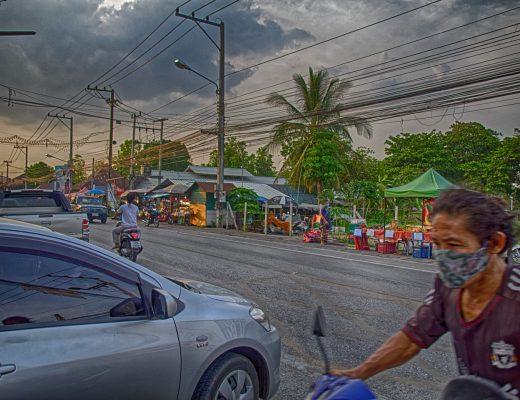 San Kamphaeng Saturday Walking Street – Chiang Mai
