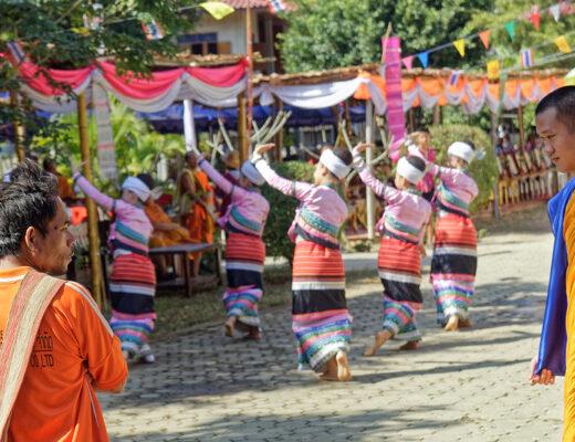 Poi Luang à Mae Wam